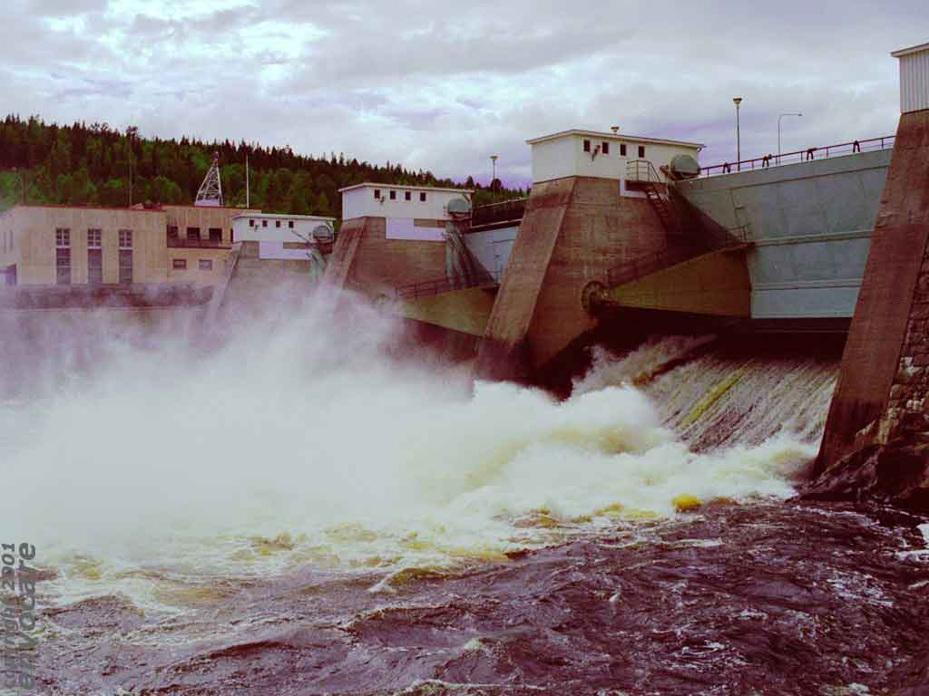 advantages and disadvantages of hydropower What are the advantages and disadvantages of hydro-electric power  hydroelectric power production require flooding of entire valleys and scenic areas  the advantages and disadvantages of.